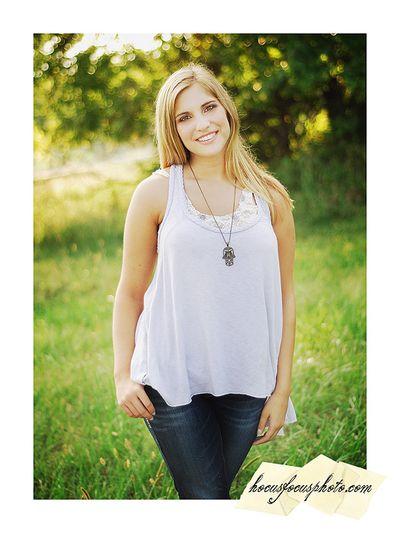Kansas city senior portraits girl in field 418