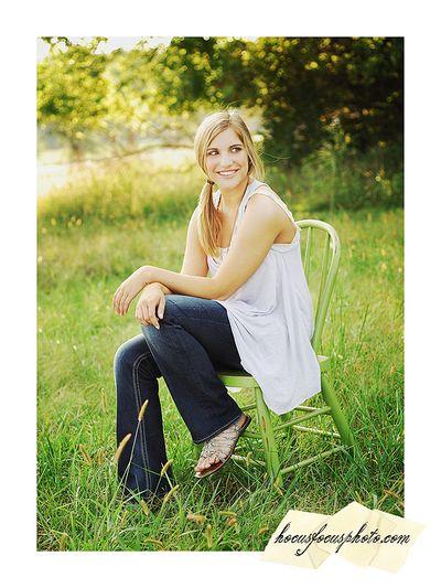 Kansas city senior portraits girl in field 433