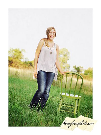 Kansas city senior portraits girl in field 478