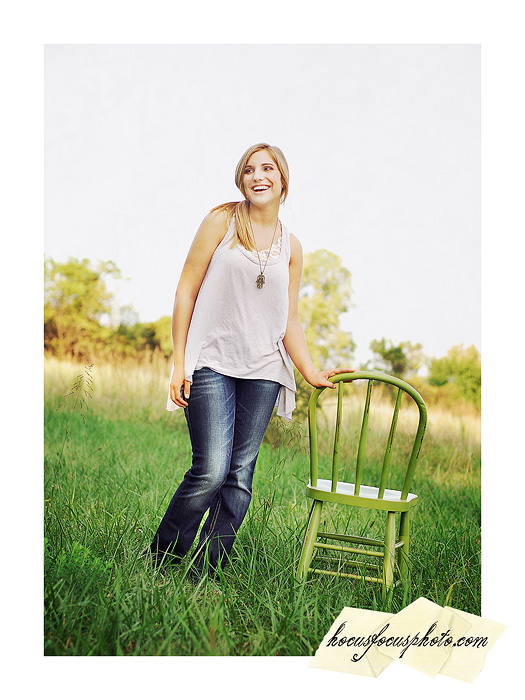 Kansas city senior portraits girl in field 483