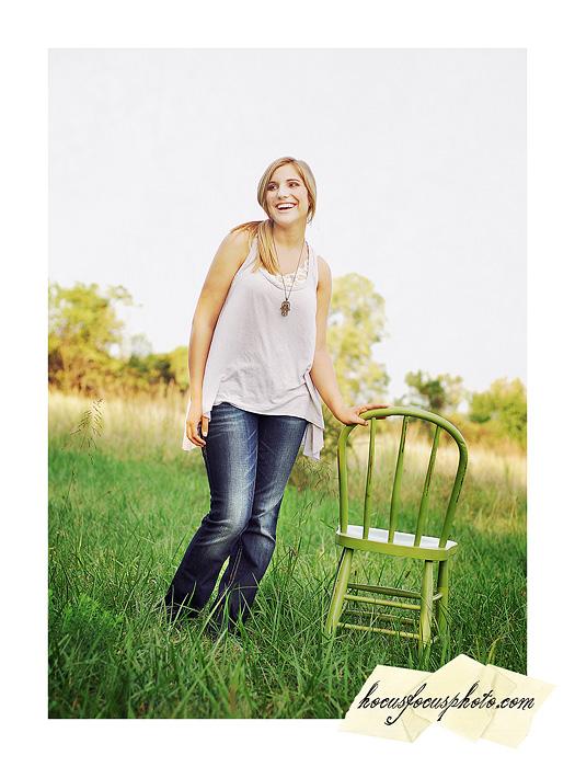 Kansas city senior portraits girl in field 483