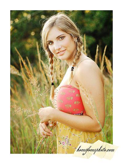 Kansas city senior portraits girl in field 610