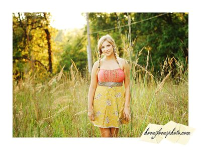 Kansas city senior portraits girl in field 617