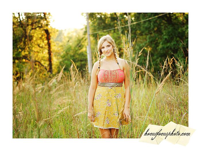 Kansas city senior portraits girl in field 617