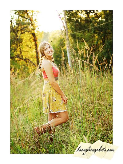 Kansas city senior portraits girl in field 637
