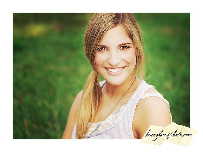 Kansas city senior portraits girl in field 461