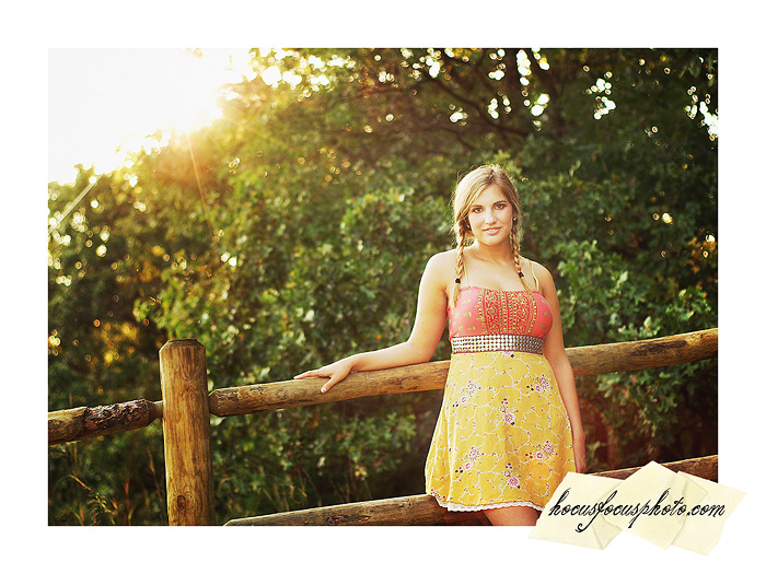 Kansas city senior portraits girl in field 508