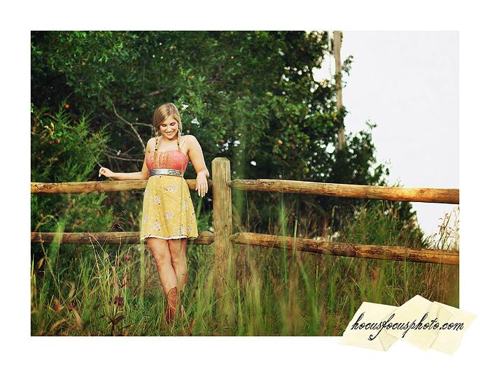 Kansas city senior portraits girl in field 537