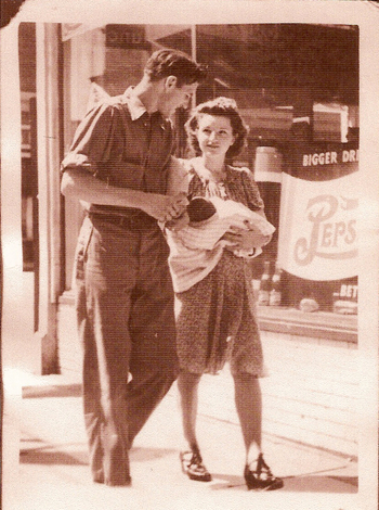 Ma_and_papa_1943